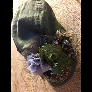 Accessories - Glamour Newsboy cap, distressed army green.